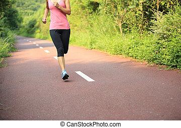 donna correndo, giovane, idoneità