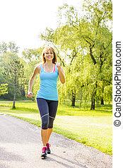donna correndo, parco