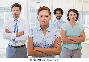 donna d'affari, colleghi, ufficio, serio