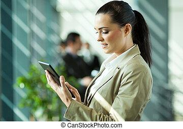 donna d'affari, computer, tavoletta, lavorativo, caucasico