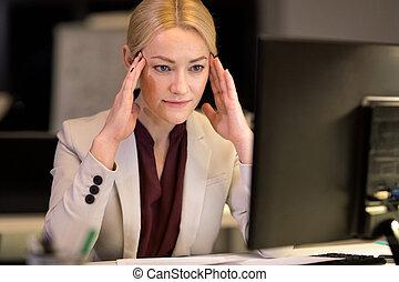 donna d'affari, computer, ufficio, notte
