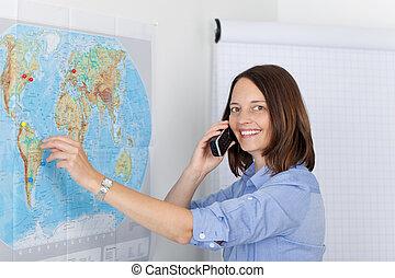 donna d'affari, conversare, su, telefono cordless, in,...