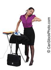 donna d'affari, fretta, stiratura, lei, completo