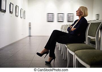donna d'affari, galleria arte