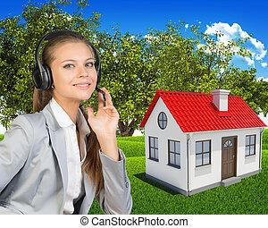 Casa paesaggio verde foto d 39 archivio cerca fotografie e for Piani di piccola casa verde