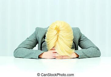 donna d'affari, in pausa, su, lei, posto lavoro, in, ufficio