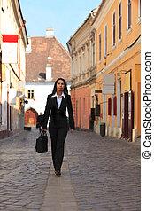 donna d'affari, in, uno, strada città
