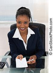 donna d'affari, offerta, assegno