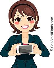 donna d'affari, smartphone, presa a terra