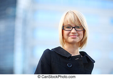 donna d'affari, sorridente, biondo