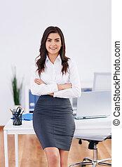 donna d'affari, sorridente, ufficio, ritratto