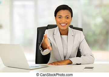 donna d'affari, stretta di mano, offerta, africano
