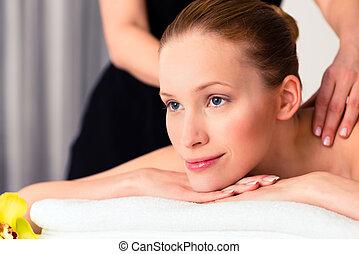 donna, detenere, wellness, massaggio, in, terme