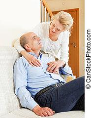 donna, divano, maturo, anziano, marito, felice