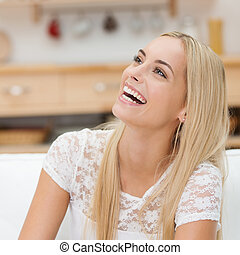 donna felice, giovane, ridere