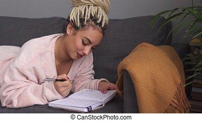 donna felice, scrittura, con, ispirazione, orario, di,...