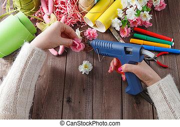 donna, fiori, fatto mano, fucile, fondere, colla