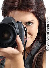 donna, fotografo, su, macchina fotografica slr, presa a terra, digitale, chiudere
