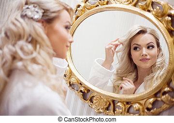 donna, giovane, accappatoio, dall'aspetto, ritratto, sexy, specchio.