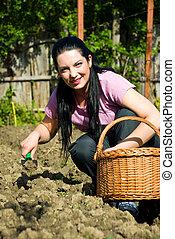donna, giovane, giardiniere, felice