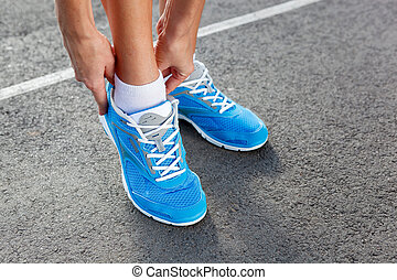 donna, giovane, sport, closeup, scarpa, xx
