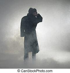 donna, il portare, cappotto trincea, e, standing, in, nebbia