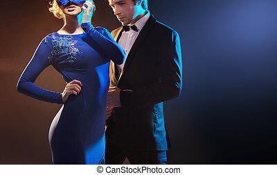 donna, il portare, il, blu, maschera, e, lei, marito