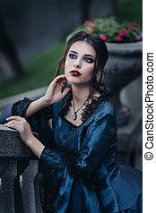 donna, in, blu, appresso, vecchia costruzione