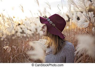donna, in, uno, campo frumento, a, tramonto