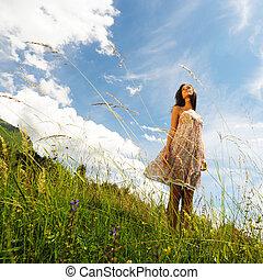 donna, in, uno, fiori, campo