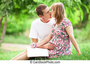 donna incinta, con, lei, marito