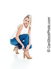 donna, jeans, isolato, proposta, attraente, bianco, talloni