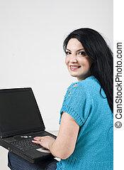donna, laptop, felice, usando