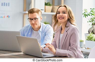 donna, lavorando ufficio, uomo
