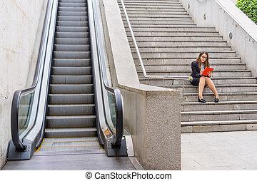donna, lavorativo, tavoletta, ufficio, scalator, scale