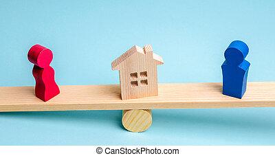 donna, legno, means., court., prova, uomo, clarification, house., persone., conflict., proprietà, scale., figure, legale, divorzio, proprietà, standing, divisione