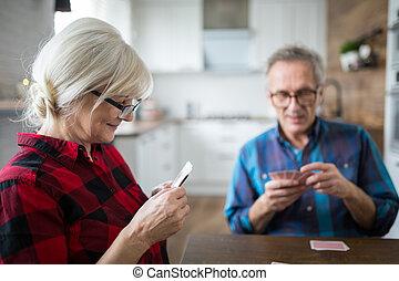 donna, lei, cartelle, anziano, gioco, marito, felice