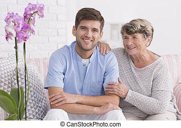 donna, lei, giovane, sorridere, anziano, caregiver