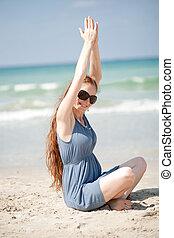 donna, lei, sabbia, mani, esercizi, spiaggia, innalzamento