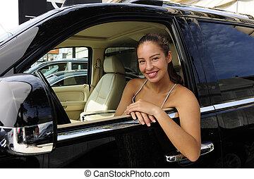 donna, lei, seduta, dentro, veicolo, nuovo, 4x4, fuoristrada