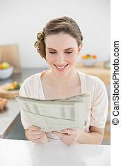 donna, lei, seduta, giovane, giornale, fresco, lettura, cucina