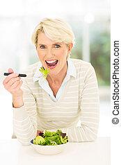 donna mangia, insalata, età, mezzo, verdura, fresco