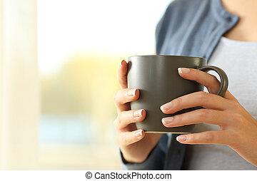 donna, mani, presa a terra, uno, tazza da caffè, a casa