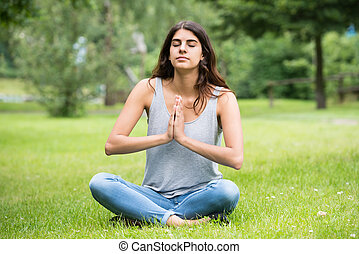donna meditando, giovane