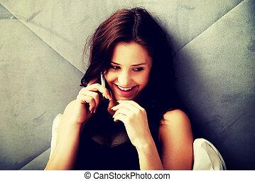 donna parla telefono, in, bedroom.