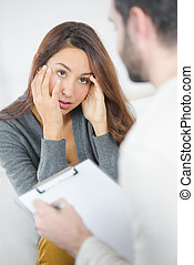 donna parlando, a, lei, psichiatra