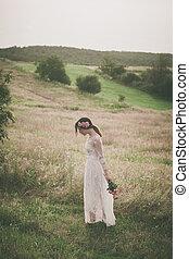donna, prato, giovane, passeggiata, merletto, vestito bianco