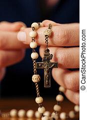 donna pregando, con, rosario, a, dio