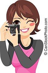 donna, presa foto, con, macchina fotografica
