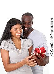 donna, regalo, lei, compleanno, offerta, uomo